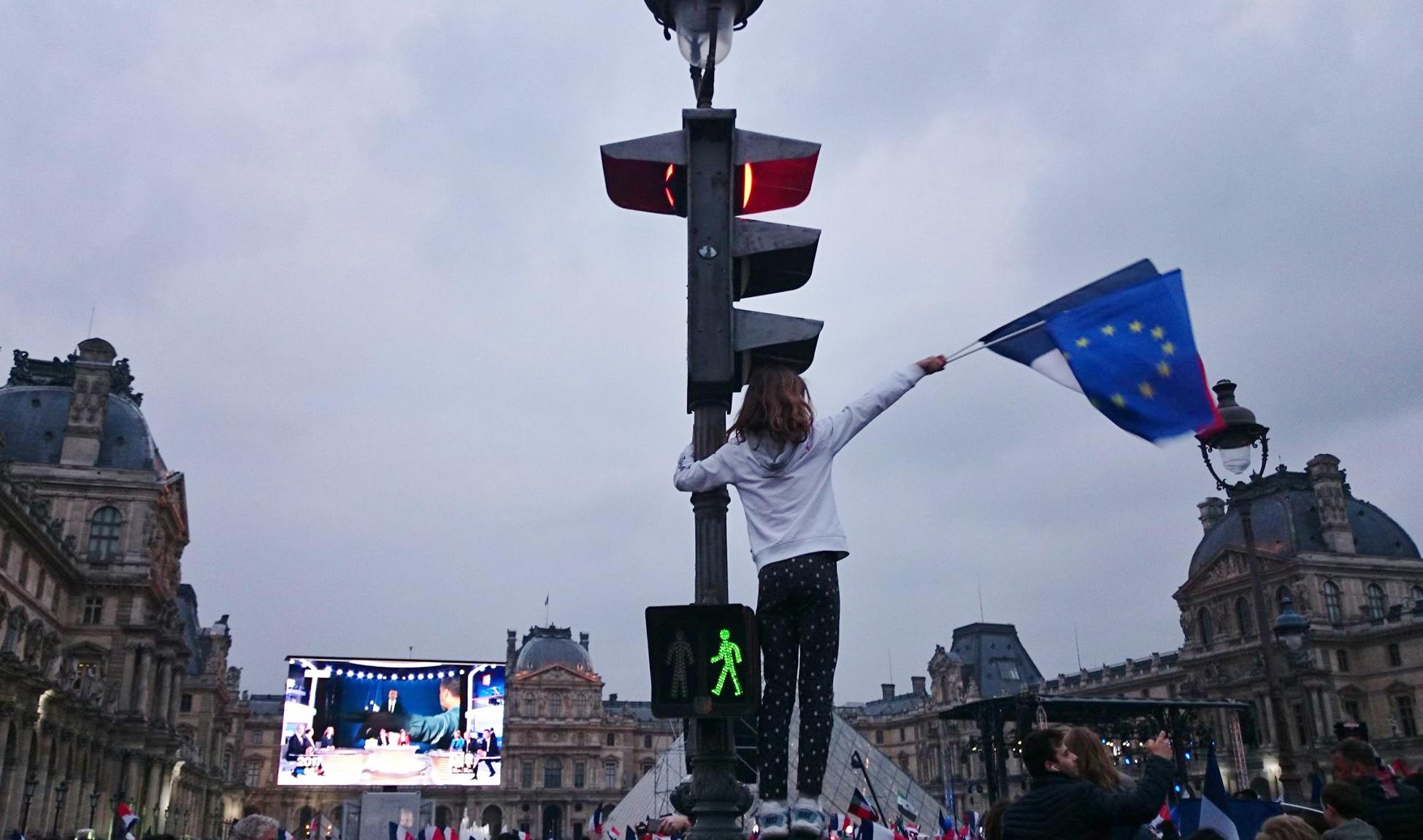 フランス大統領選を見守るパリ市民