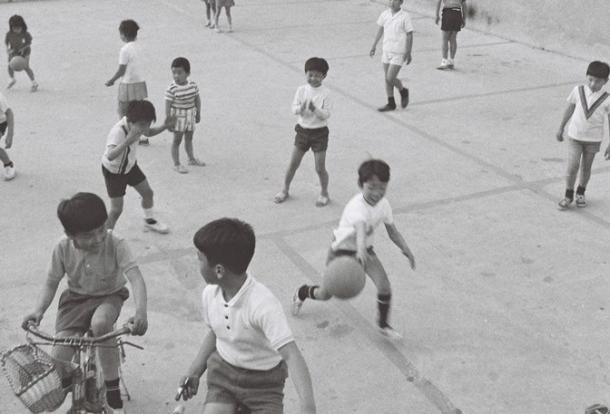 [3]子どもを公園に隔離する「アパルトヘイト」