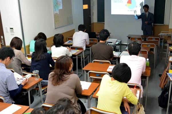 関西を地盤としてきた学習塾・浜学園が開いた保護者説明会=2013年6月、横浜市都筑区