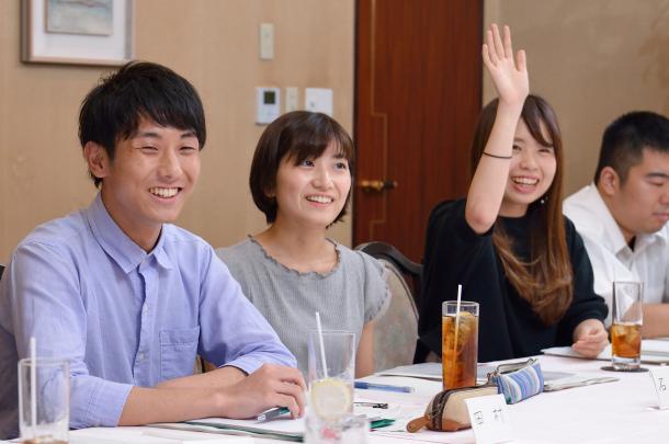 (向かって左から)田村葉さん、石田有紀さん、稲垣ひよりさん、佐藤信吾さん