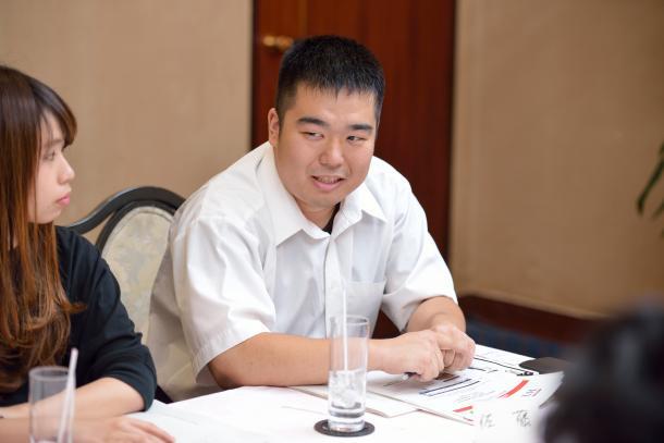 (向かって左から)稲垣ひよりさん、佐藤信吾さん