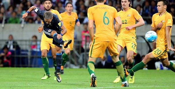 オーストラリア戦後半、井手口はチーム2点目となるゴールを決める=2017年8月31日、埼玉スタジアム2002