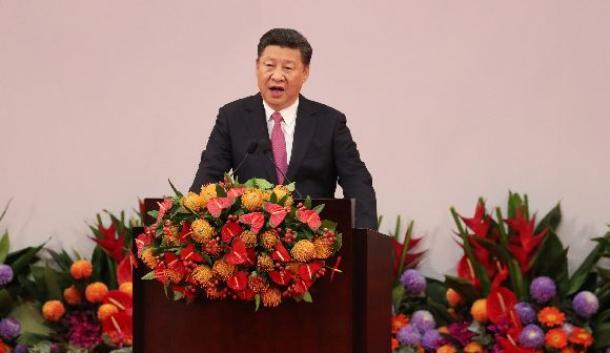 香港返還20年の記念式典で演説する中国の習近平国家主席=7月、香港