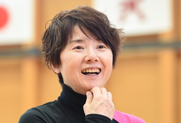 インタビューに答える新体操の山﨑浩子強化本部長=2016年1月14日、東京都北区