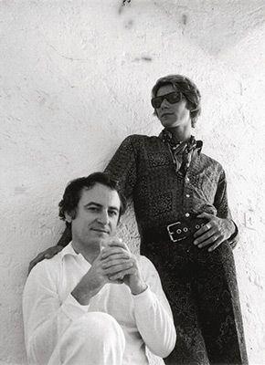 若き日のイヴ・サンローラン(右)とピエール・ベルジュ(左)=イヴ・サンローラン美術館提供