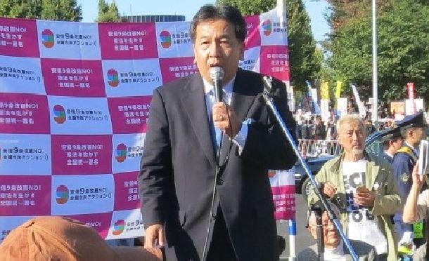 写真・図版 : 9条改憲に反対する国会前集会で演説する立憲民主党の枝野幸男代表=111月3日、東京・永田町
