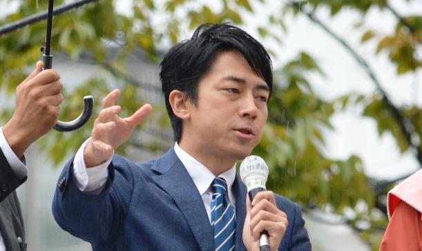 衆院選の応援演説をする小泉進次郎氏=2017年10月16日、大分市