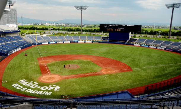 写真・図版 : 「HARD OFF ECO スタジアム新潟」は、プロ球団のホーム球場になる条件は十分整っている