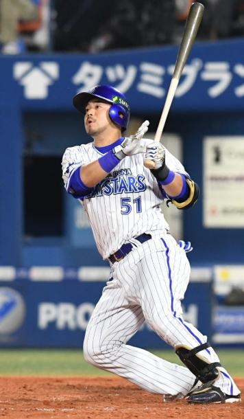 写真・図版 : 宮崎敏郎はDeNAにドラフト6位で入団、2017シーズンは首位打者のタイトルを獲得した