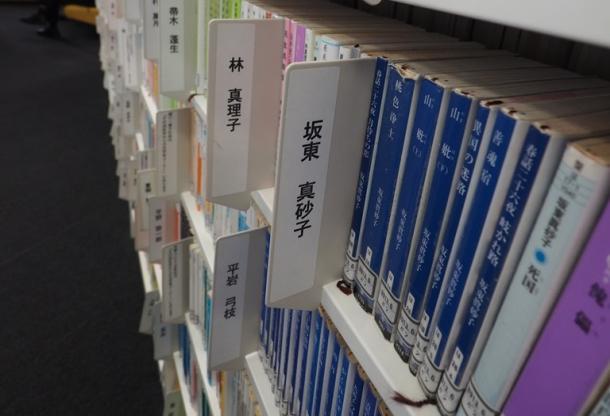 出版社は図書館向け高額本と文庫本の2種類を作れ