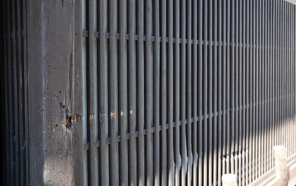鳥羽伏見の戦いによる弾丸の痕が残る料理店「魚三楼」の店先=2017年10月26日、京都市伏見区京町3丁目