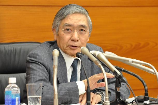 記者会見する日本銀行の黒田東彦(はるひこ)総裁