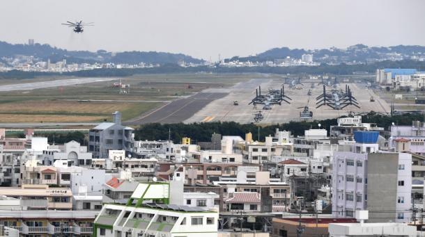 米軍普天間飛行場ではこの日もヘリの発着があった=29日午前11時24分、沖縄県宜野湾市