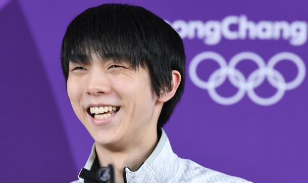 記者会見で笑顔を見せる羽生結弦=13日、韓国・江陵