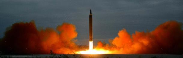 北朝鮮による中距離弾道ミサイル「火星12」の発射訓練。朝鮮中央通信が報じた=朝鮮通信