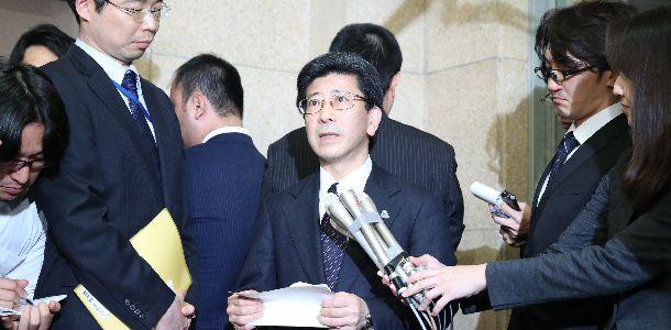 国税庁長官を辞任する意向を伝えた後、報道陣の取材に答える佐川宣寿氏=3月9日、東京・霞が関