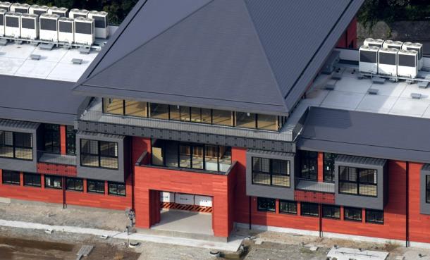 森友学園が国有地に開設予定だった小学校の建物=2017年11月、大阪府豊中市
