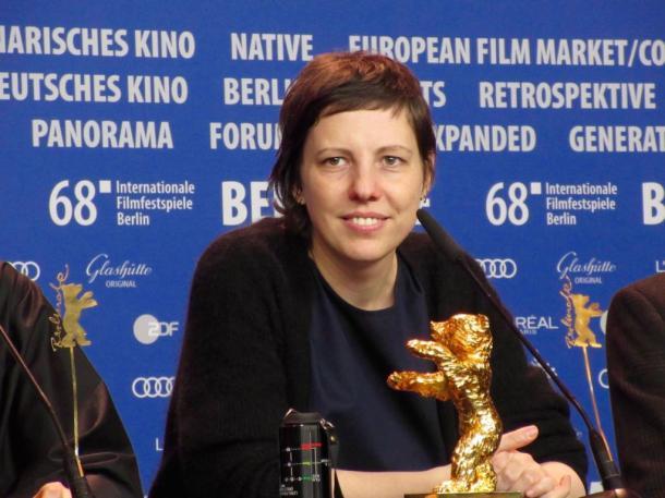 受賞会見のルーマニア人女性アディナ・ピンティリエ監督=撮影・筆者