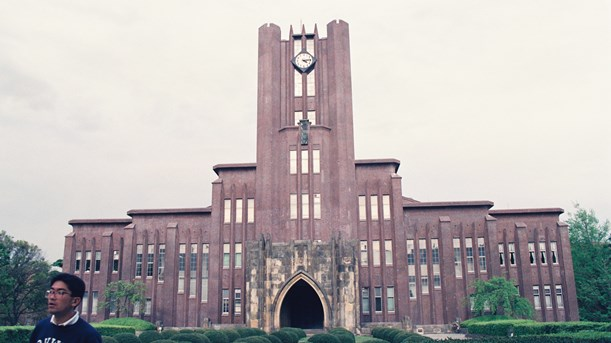 東大本郷キャンパスにある安田講堂=1992年、東京都文京区