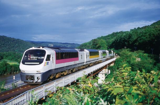 ノースレインボーエクスプレス=日本旅行提供