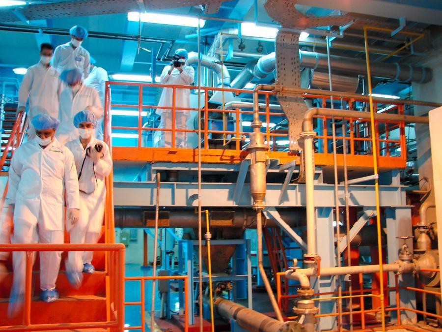 写真・図版 : イラン国内の核燃料棒製造施設=2010年2月、北川学撮影