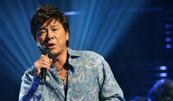 TV番組の収録で熱唱する西城秀樹さん 2006年