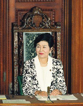 衆院本会議で初の女性議長に選ばれた土井たか子氏=1993年8月6日