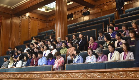 候補者男女均等法で政治は変わるか?
