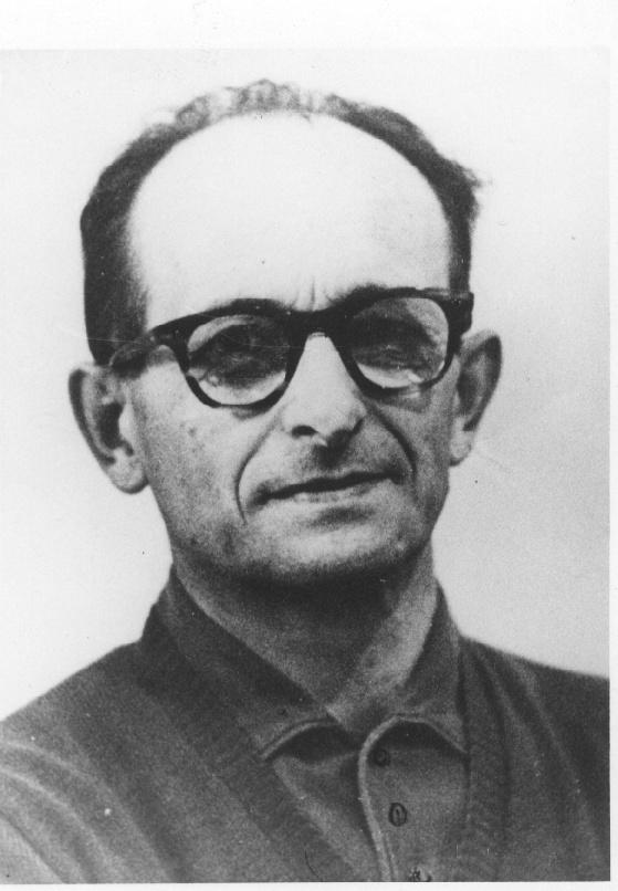 写真・図版 : 元ナチ幹部のアイヒマン
