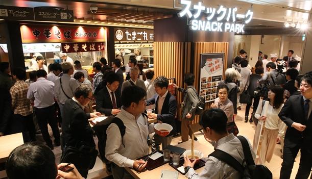 阪神百貨店の地下に「スナックパーク」が復活