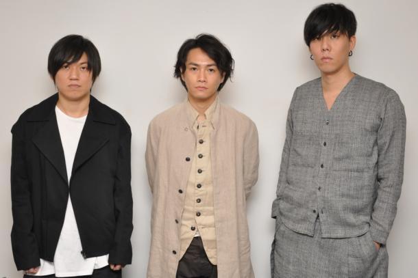 RADWIMPS 左からギターの桑原彰、、ベースの武田祐介 ボーカルの野田洋次郎2016