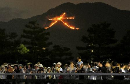 京のお盆行事に若者が目立つ理由