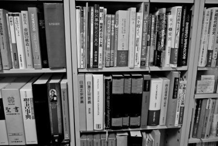 写真・図版:本を読む、反知性主義に抗うために